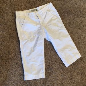 Old navy cotton white capris with back zippers